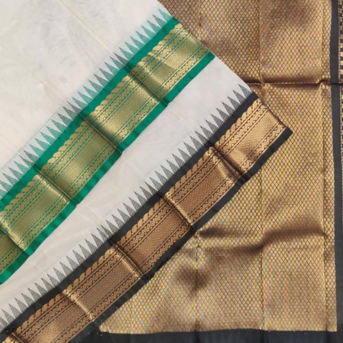 Gadwal pure handwoven cotton saree with Gangajemuna Kuttu Border-GC034